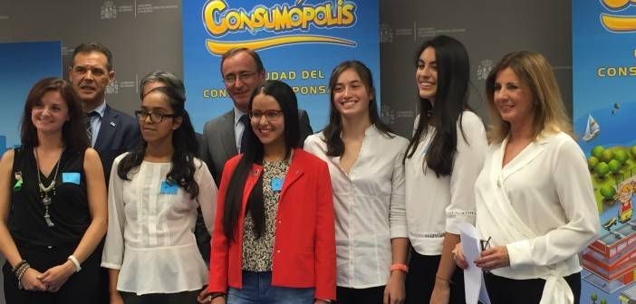 Recogida del premio Consumopolis en el Ministerio de Sanidad.