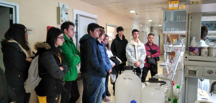 Los alumnos de Grado Medio de Laboratorio visitan el Centro de Investigación Biomédica de La Rioja (CIBIR)