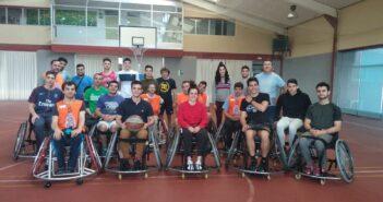 Partido de baloncesto en silla de ruedas entre nuestros alumnos de 1º de SEAS y jugadores del CRMF de Lardero
