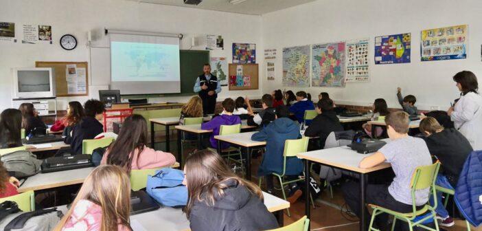 Charla de un suboficial de la Gendarmerie Nationale a los alumnos de Francés de ESO y Bachillerato