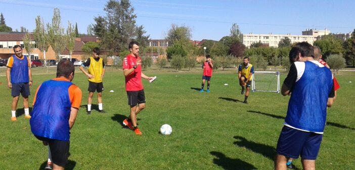 Profesionales vinculados al fútbol ofrecen ponencias teórico-prácticas a los alumnos que cursan los estudios de Técnico en la Especialidad de Fútbol