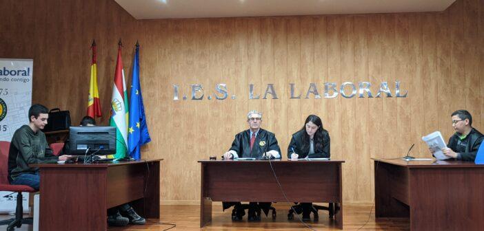 """El Presidente del Tribunal Superior de Justicia de La Rioja celebra un """"juicio"""" en nuestro centro"""